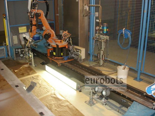 KUKA- robots KR 15/2 on KL 250 linear track